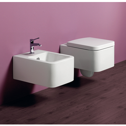 Wall hung sqaure bidet with single tap hole. Simas Flow